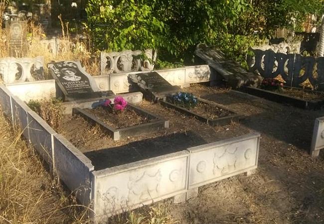 Поліція почала розслідувати випадок вандалізму на міському кладовищі