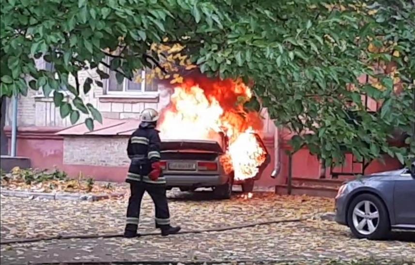 В центрі Олександрії горіло авто (ФОТО/ВІДЕО)