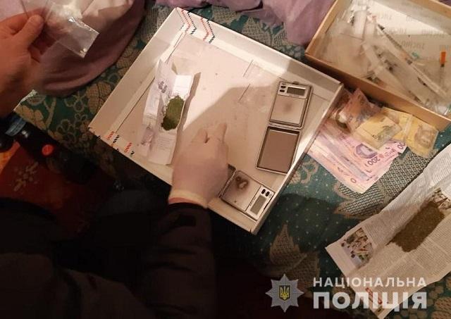 Поліцейські вилучили наркотики у двох жителів Олександрії