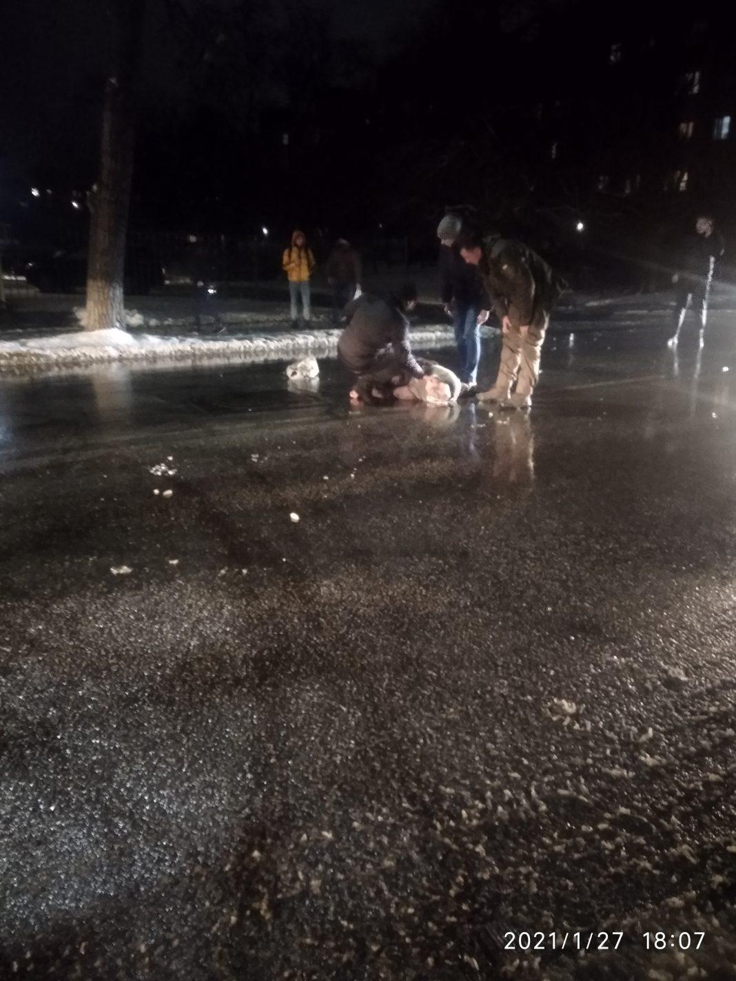 В Олександрії автомобіль на швидкості збив пішохода