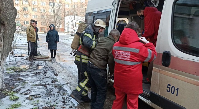 В Олександрії вогнеборці врятували чоловіка під час пожежі