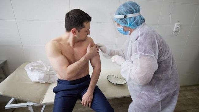 На Донбасі Зеленського вакцинували від COVID-19