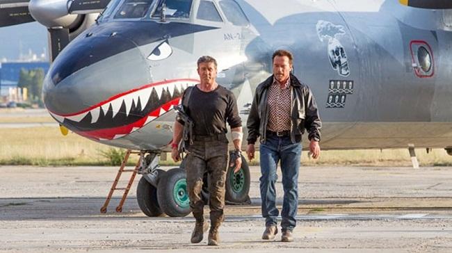 У Кропивницький прибув літак-акула з голлівудського бойовика від Сталоне
