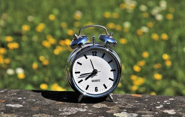 Рада не змогла скасувати переведення годинників