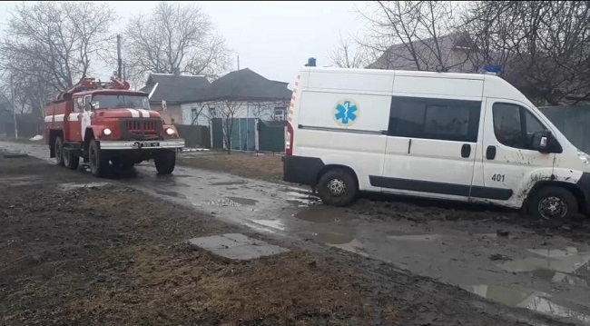 """На Олександрійщині застрягла """"швидка"""" –допомогли рятувальники"""