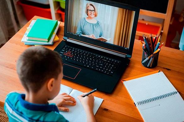 Школи Олександрії переходять на дистанційне навчання