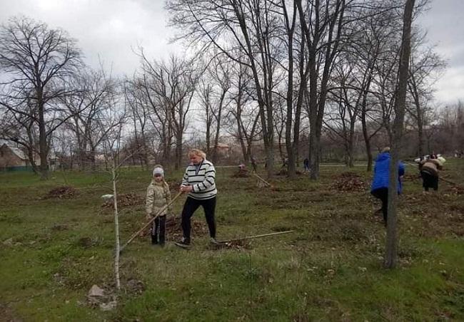 Жителі Олександрійського провели весняний суботник