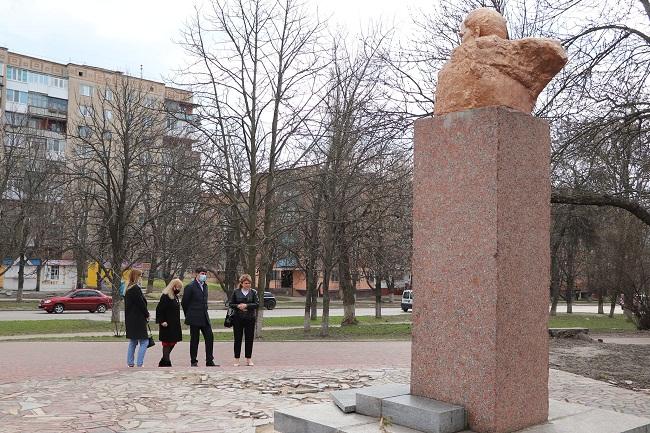 В Олександрї облаштують сквер біля пам'ятника Шевченку