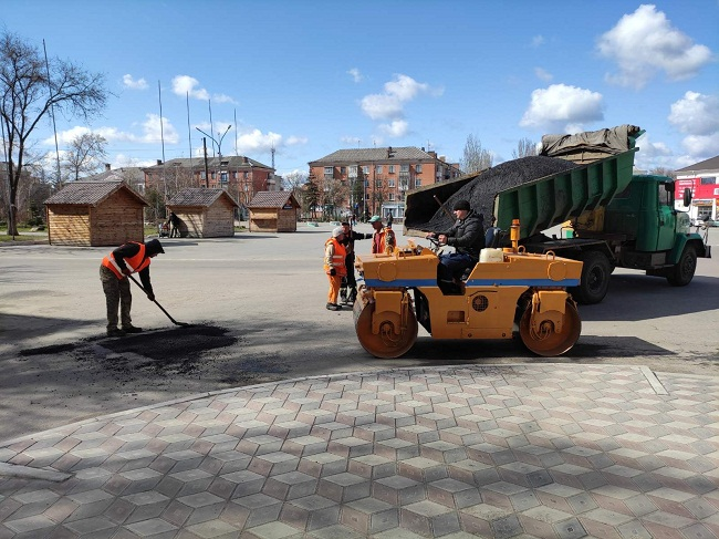 Триває поточний ремонт доріг міста