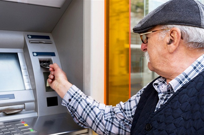 Укрпошта буде й далі доставляти пенсії у населені пункти без банкоматів