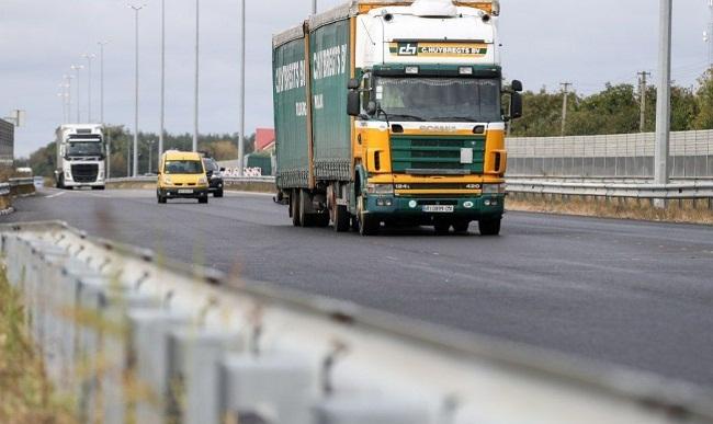 З 1 чеpвня вантажівкам забоpонено їздити деpжавними доpогами у спеку
