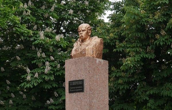 Біля пам'ятника Тарасу Шевченку розпочалися ремонтні роботи