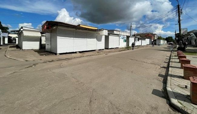 Половину проїжджої частини біля ринку в Олександрії звільнили від кіосків