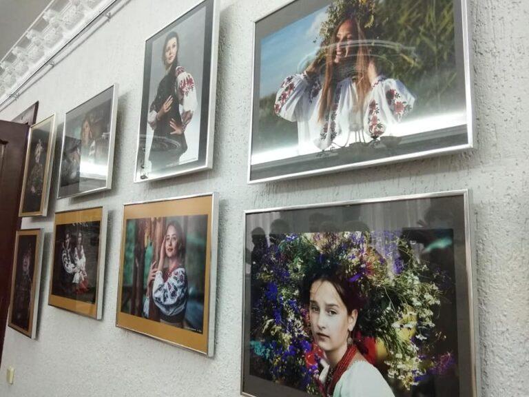 """У Кропивницькому презентувaли фотовистaвку """"Особливa, тому що жінкa"""""""