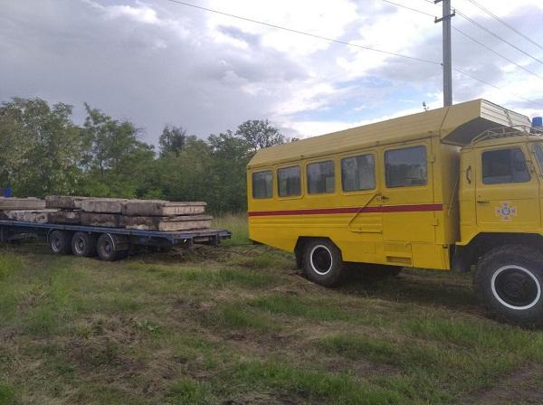 Олександрійські рятувальники витягли автомобіль,що застряг на бездоріжжі