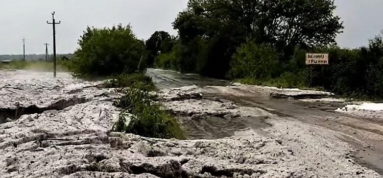 На Кіровоградщині після граду утворились брили льоду товщиною метр