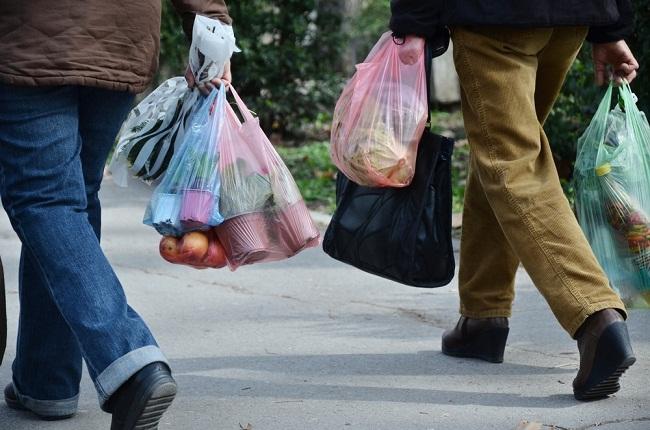 Рада заборонила використання пластикових пакетів з 2022 року