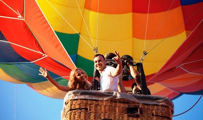Жителі Олександрії політають на повітряній кулі