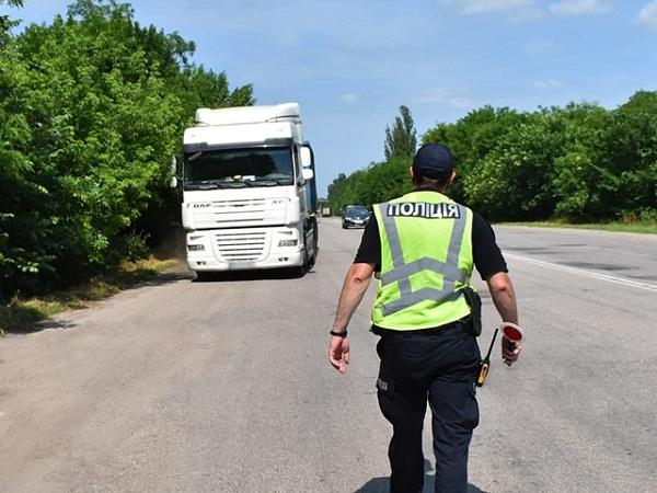 На Кіровоградщині через спеку обмежили рух вантажівок