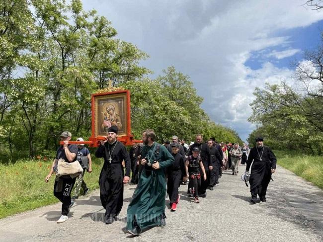 Відбулася хресна хода від Олександрії до смт. Олександрійське (ФОТО, ВІДЕО)