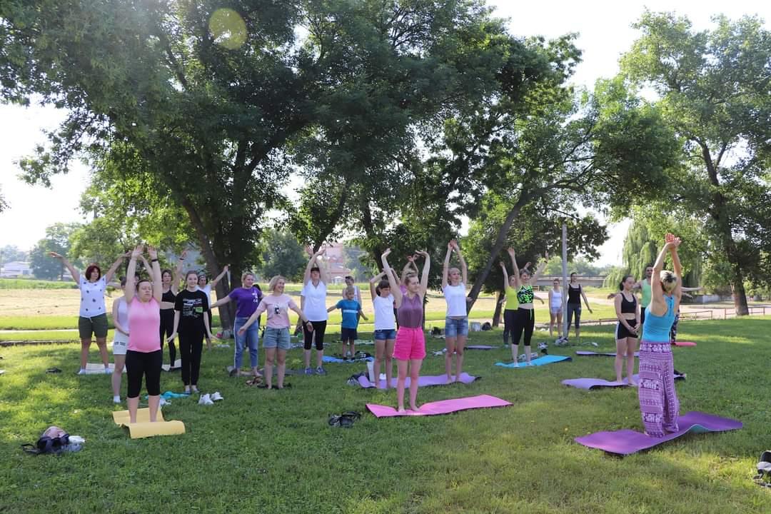 В Олександрії відзначення Дня молоді розпочали з йоги