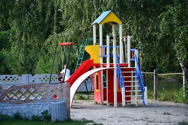 На Олександрійщині облаштовують дитячий майданчик
