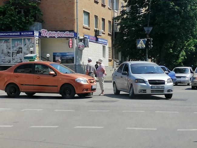 В Олександрії на перехресті Перспективної і Братської трапилася ДТП