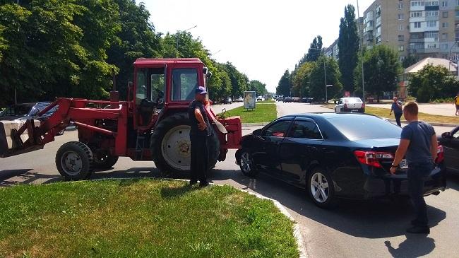 В Олександрії іномарка зіткнулася зі спецтранспортом (ФОТО)