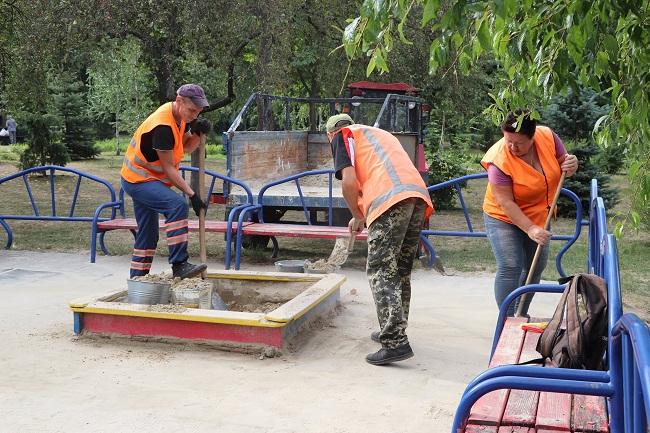 На дитячих майданчиках в Олександрії замінено пісок