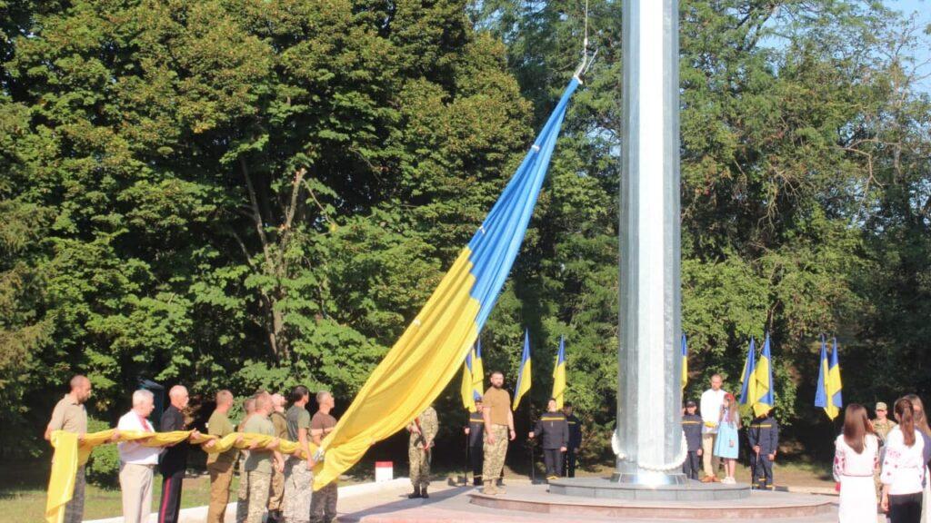 У Кропивницькому підняли найбільший в області прапор України