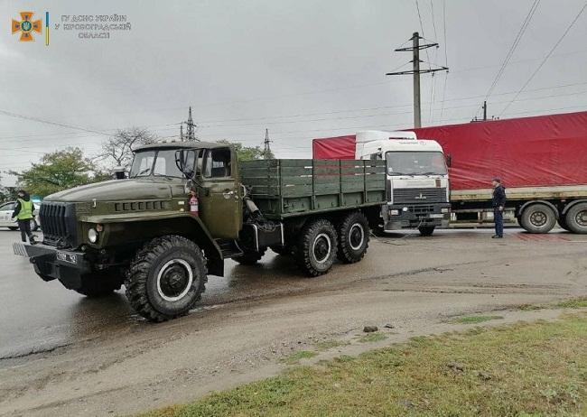 Олександрійські рятувальники надали допомогу водію вантажного автомобіля