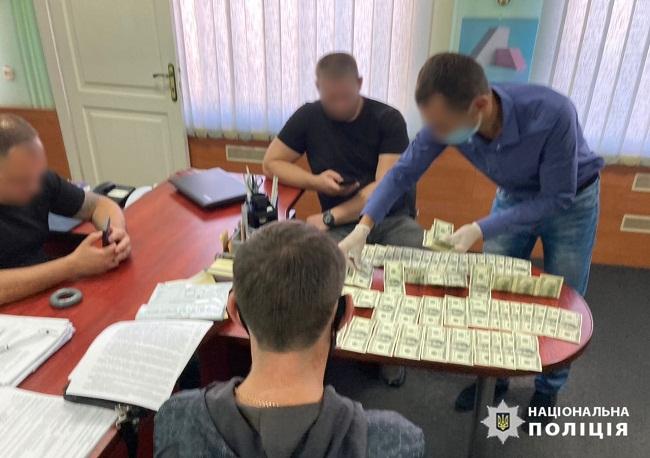 Житель Олександрії пропонував поліцейським хабар у розмірі 10 тисяч доларів