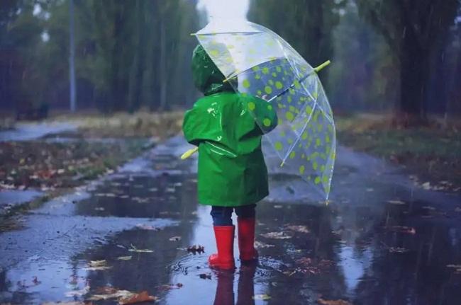 Сильні дощі: синоптики оголосили штормове попередження