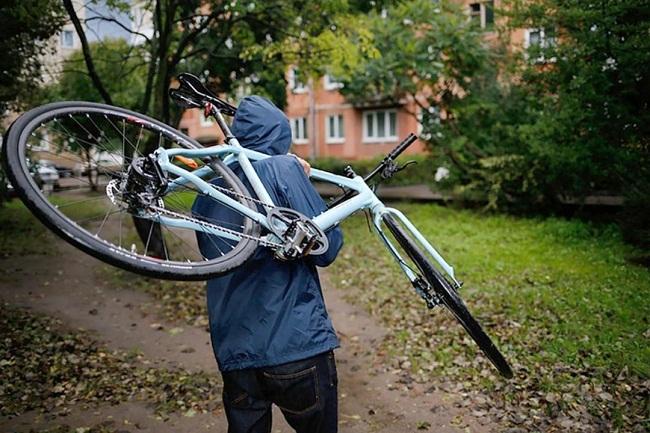 В олександрійця біля магазину вкрали велосипед