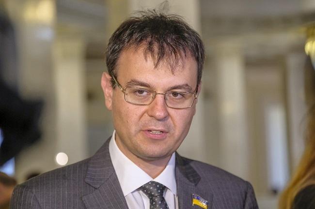 В Україні знизять податок на зарплату, щоб всі працювали офіційно