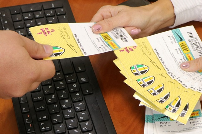 Скільки коштує квиток на футбол, абонемент для уболівальників, коли і де їх можна купити?