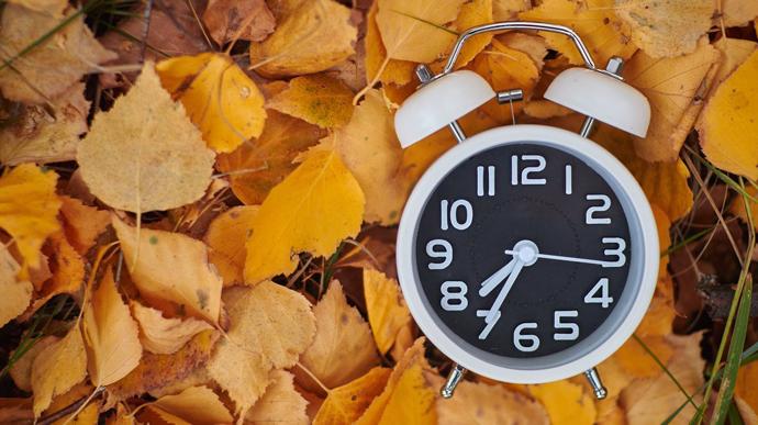 Коли переводять годинник на зимовий час 2021
