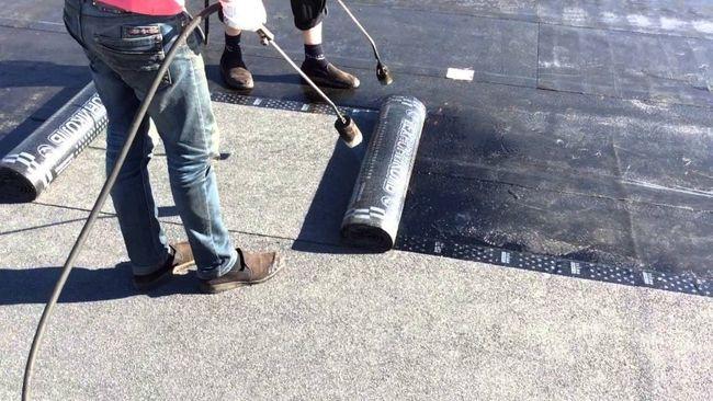 КП «Житлогосп» завершує ремонти покрівель перед зимою