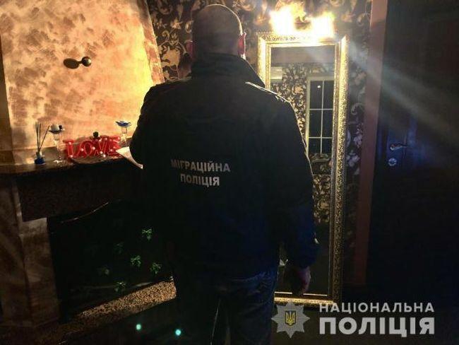 Жінка з Кіровоградщини організувала у Запоріжжі два борделі та потайки знімала клієнтів на відео (фото)