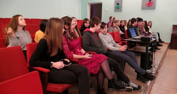 Олександрійським учням розповіли, які небезпеки приховує Інтернет. ФОТО