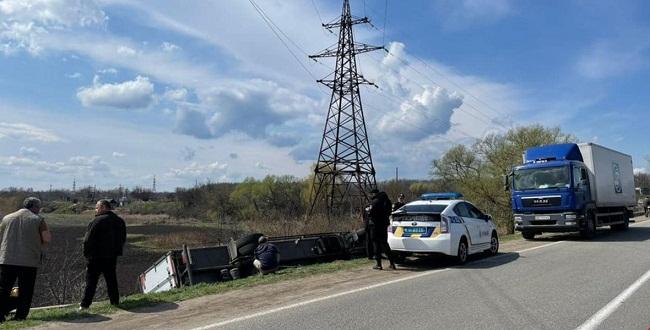 """В Олександрії перекинулася вантажівка мережі """"АТБ"""""""