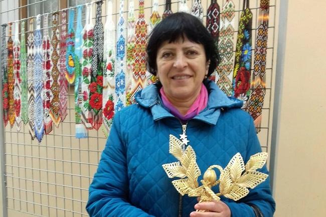 Майстриня з Олександрійщини навчала мистецтву плетіння з соломи