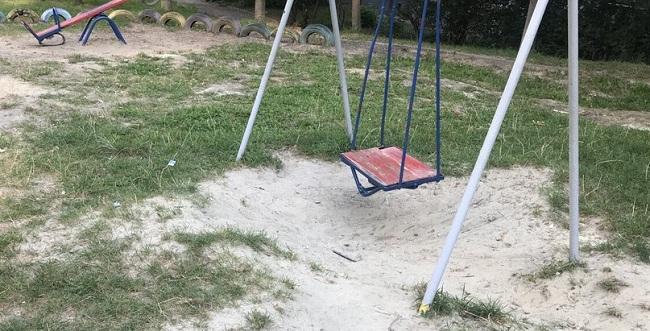 Залишилась без пальця. На Кіровоградщині трирічна дівчинка травмувалась на дитячому майданчику